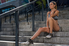 Porträt des jungen und schönen weiblichen Eignungstrainings Sportmotivation Lizenzfreies Stockfoto