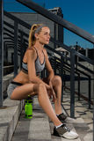 Porträt des jungen und schönen weiblichen Eignungstrainings Sportmotivation Stockbild