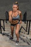 Porträt des jungen und schönen weiblichen Eignungstrainings Sportmotivation Lizenzfreie Stockfotos