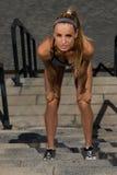 Porträt des jungen und schönen weiblichen Eignungstrainings Sportmotivation Stockfoto