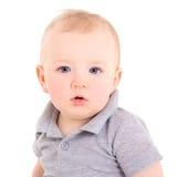 Porträt des kleinen Babys lokalisiert auf Weiß Lizenzfreies Stockfoto
