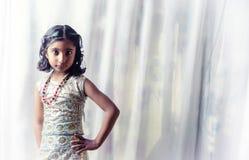 Porträt des kleinen Mädchenkindes Stockfotos