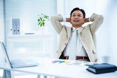 Porträt des lächelnden asiatischen Geschäftsmannes Lizenzfreie Stockfotos