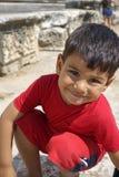 Porträt des lächelnden Jungen im Tempel von Apollo Stockbilder