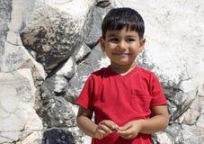 Porträt des lächelnden Jungen im Tempel von Apollo Stockbild