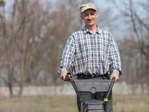Porträt des lächelnden Landwirts Stockfoto