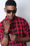 Porträt des lokalisierten Hintergrundes Hip-Hop Afroamerikaners Tänzer Lizenzfreie Stockbilder