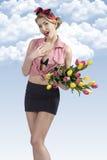 Porträt des lustigen Stiftes-oben mit Blumen Lizenzfreie Stockfotografie