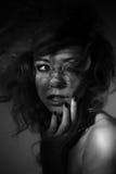 Porträt des Mädchens mit Schatten auf ihrem Gesicht Stockfotos