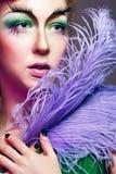 Porträt des Mädchens mit ungewöhnlichem Make-up Stockfotografie