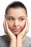 Porträt des Mädchens mit zweifelhaftem Blick auf ihrem Gesicht Stockfotos