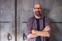 Porträt des männlichen Designers In Modern Office stockfoto