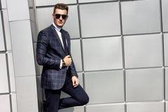 Porträt des männlichen vorbildlichen Mannes der hübschen Mode Lizenzfreie Stockfotografie