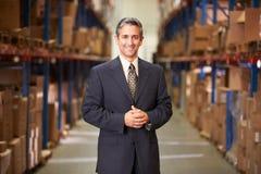 Porträt des Managers In Warehouse Lizenzfreies Stockbild
