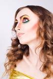 Porträt des Modefrauenbaumusters mit hellem Make-up der Schönheit Lizenzfreie Stockbilder