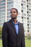 Porträt des modernen AfroamerikanerGeschäftsmannes in den Klagen, looki Stockbild