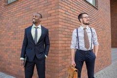 Porträt des multi ethnischen Geschäftsteams Stockbilder