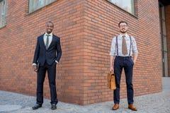 Porträt des multi ethnischen Geschäftsteams Stockfotos