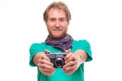 Porträt des netten Fotografen mit Kamera stockbild