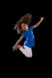 Porträt des jungem Afroamerikanermädchenspringens Stockbilder
