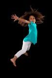 Porträt des jungem Afroamerikanermädchenspringens Lizenzfreies Stockfoto