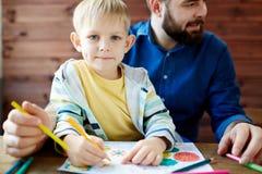 Porträt des netten kleinen Künstlers Lizenzfreies Stockbild