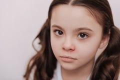 Porträt des netten Mädchens mit Kälte Lizenzfreie Stockfotografie