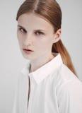Porträt des roten Haarmode-modell-Testschießens Stockbilder