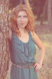Porträt des rothaarigen Mädchens mit Sommersprossen nahe Lizenzfreies Stockfoto