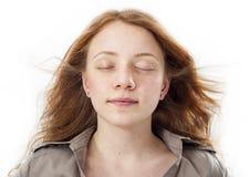 Porträt des schönen Mädchengesichtes mit Augen schloss lizenzfreies stockbild