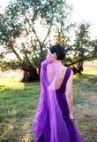 Porträt des schönen Mädchens im Parkland stockfoto