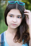 Porträt des schönen Mädchens 15 Jahre Stockbild