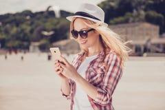 Porträt des schönen romantischen reizend hübschen Mädchens Lizenzfreies Stockfoto