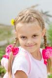 Porträt des schönen sechs Jährigmädchens mit dem blonden Haar Stockbilder