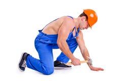 Porträt des sexy Mechanikers mit einem Hammer Stockfotos