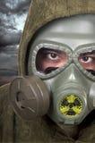 Porträt des Soldaten mit Gasmaske Stockbilder