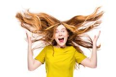 Porträt des verrückten und glücklichen jungen Mädchens lokalisiert auf Weiß Stockbilder