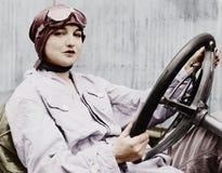 Porträt des weiblichen Fahrers (alle dargestellten Personen sind nicht längeres lebendes und kein Zustand existiert Lieferantenga Stockbilder