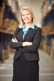 Porträt des weiblichen Managers In Warehouse Stockfoto