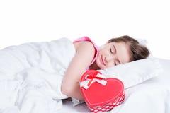 Porträt des wenig glücklichen Mädchenschlafens. Lizenzfreie Stockfotos
