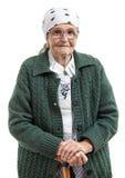 Porträt einer älteren Frau, welche die Kamera betrachtet lizenzfreie stockfotos