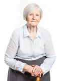 Porträt einer älteren Frau, welche die Kamera betrachtet Lizenzfreie Stockbilder