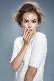 Porträt einer überraschten jungen Dame stockfoto