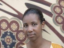 Porträt einer Afroschönheit (Mittelerwachsenfrau) Stockfotos