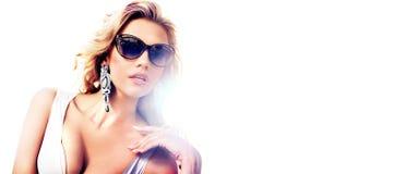 Porträt einer anziehenden blonden Dame lizenzfreies stockfoto