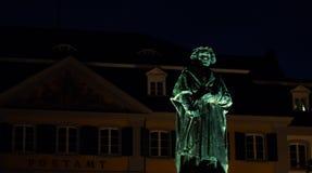 Porträt einer Beethoven-Statue nachts lizenzfreie stockfotografie