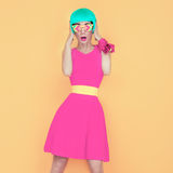 Porträt einer bezaubernden Modedame lizenzfreie stockbilder