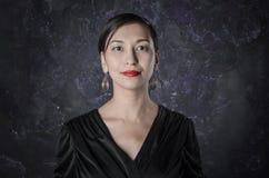 Porträt einer Brunettefrau Stockfoto