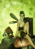 Porträt einer Fee, die in einem Pilz sitzt Stockbild