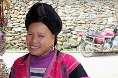 Porträt einer Frau der roten Yao-Bergvölker, China Stockbild